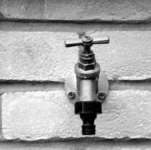 A tap that needs repair on a wall